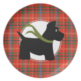 Placa roja de la tela escocesa del navidad del per plato de cena