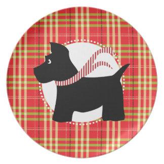 Placa roja de la tela escocesa del navidad del per plato de comida