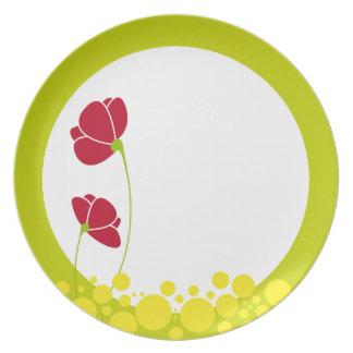 Placa roja de las flores plato de cena