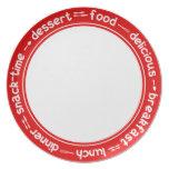 Placa roja y blanca del texto de la cena del almue plato de comida