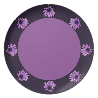 Placa rosada de las flores plato