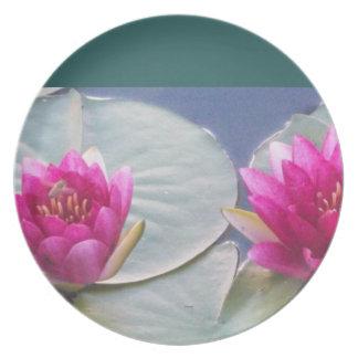 Placa rosada de Lillies del agua Platos De Comidas