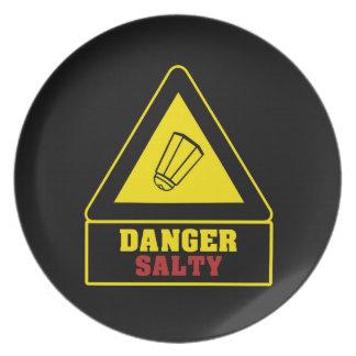 Placa salada del fiesta del peligro negro plato de comida