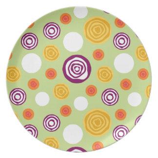 Placa verde cortada de los puntos plato de cena