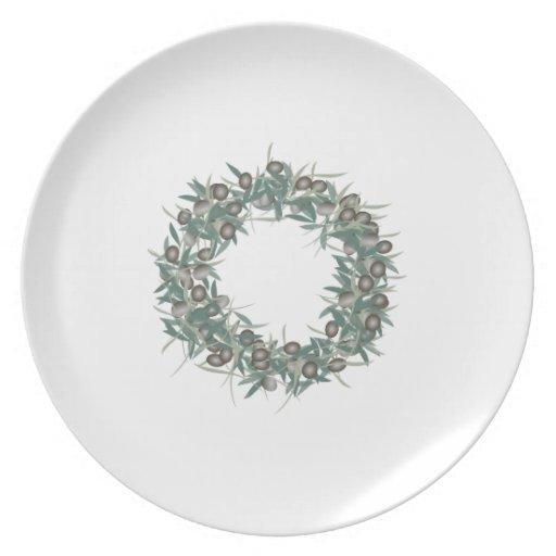 Placa verde oliva de la guirnalda platos de comidas