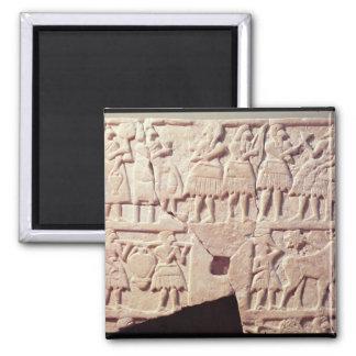 Placa votiva que representa una escena de ofrecimi imán cuadrado