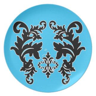 Placas azules brillantes blancos y negros del mode plato de cena