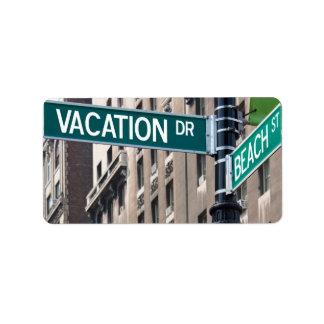 Placas de calle de la playa de las vacaciones de etiqueta de dirección