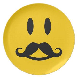 Placas de encargo sonrientes del bigote feliz plato de comida