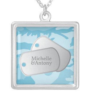 Placas de identificación azules del personalizable collar plateado