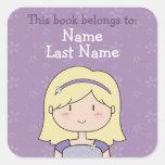 Placas de libro de encargo (chica rubio) pegatina cuadrada