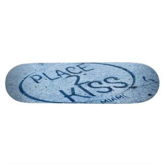 Place 2 Kiss Miami Skateboard - Wynnwood
