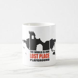 Place draws classic white coffee mug