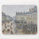 Place du Theatre Francais, París: Lluvia, 1898 Mouse Pads