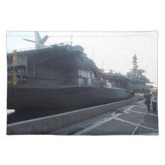 Placemat intermediario de USS Manteles