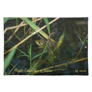 Placemets with green mimetic frog placemat