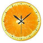 Placer anaranjado de la rebanada reloj de pared