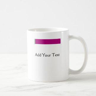 Placer del damasco en púrpura taza de café