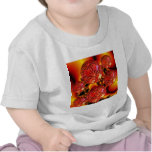 Placeres de la llama, fuego anaranjado rojo abstra camiseta