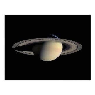 Planeta de Saturn con los anillos alrededor de él Postal