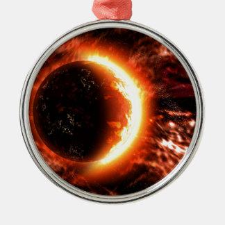 Planeta en el fuego - imagen caliente adorno navideño redondo de metal