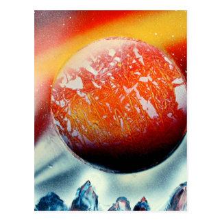 Planeta rojo sobre las montañas con hacer tarjeta postal