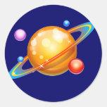 Planetas coloridos etiqueta redonda