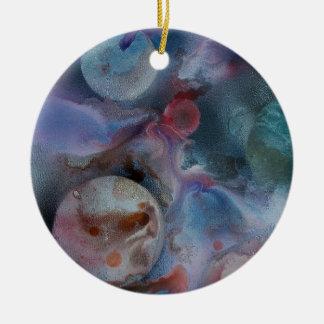 Planetas entre el cosmos adorno redondo de cerámica