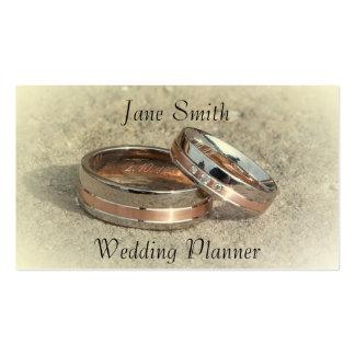 Planificador del boda con los anillos de bodas tarjetas de visita