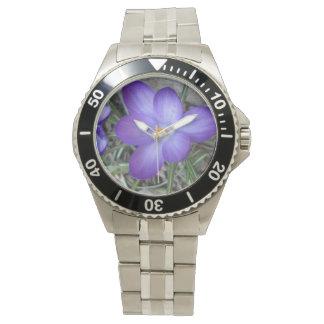 Planta de jardín floreciente del azafrán relojes de pulsera