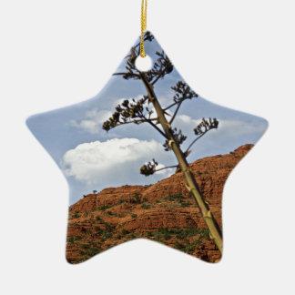 Planta de siglo de las montañas de Sedona Ornamentos De Navidad
