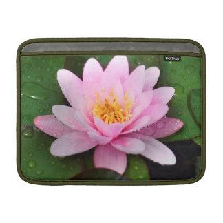 Planta floral rosada del lirio de agua funda  MacBook