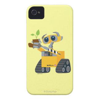Planta que se sostiene triste del robot de WALL-E Case-Mate iPhone 4 Cárcasas