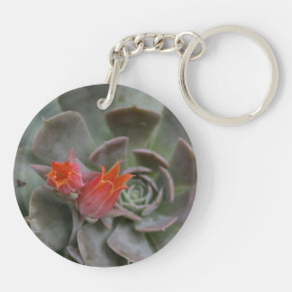 Planta suculenta con la flor anaranjada llavero redondo acrílico a doble cara