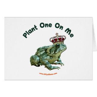 Planta una en mí beso del sapo de la rana tarjeta pequeña