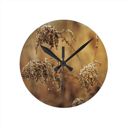 Plantas del otoño, sepia, pacífica reloj de pared