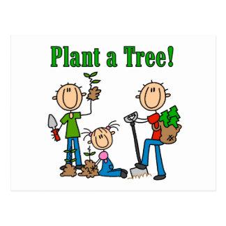 Plante las camisetas y los regalos de un árbol postales