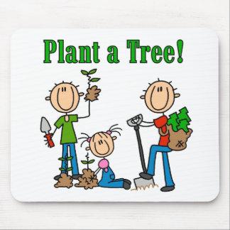 Plante las camisetas y los regalos de un árbol tapete de raton