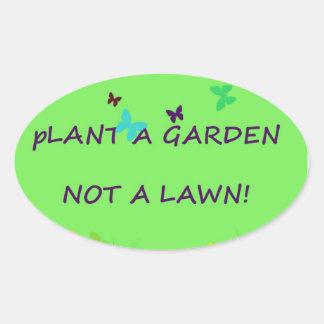 Plante un jardín no un césped pegatina ovalada
