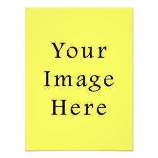 Plantilla amarilla de neón del espacio en blanco d fotografía