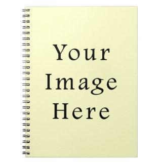 Plantilla amarillo claro del espacio en blanco de  notebook
