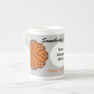 Plantilla anaranjada de la cinta de la flor taza de porcelana