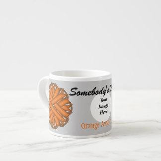 Plantilla anaranjada de la cinta de la flor taza espresso