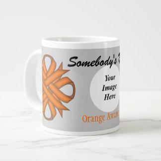 Plantilla anaranjada de la cinta del trébol taza grande