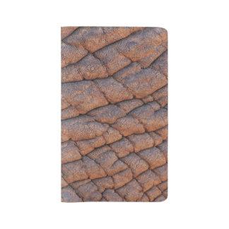 Plantilla arrugada de la textura de la piel del funda para libreta y libreta grande moleskine
