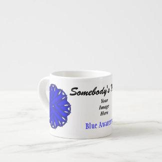 Plantilla azul de la cinta de la flor taza espresso
