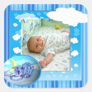 Plantilla azul de la foto de las nubes y de las pegatina cuadrada