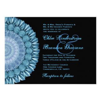 Plantilla azul del boda de la rueda de margarita d invitaciones personales