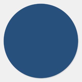 Plantilla azul marino del fondo del color sólido pegatina redonda