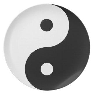 Plantilla blanco y negro del ejemplo de Yin Yang Plato Para Fiesta
